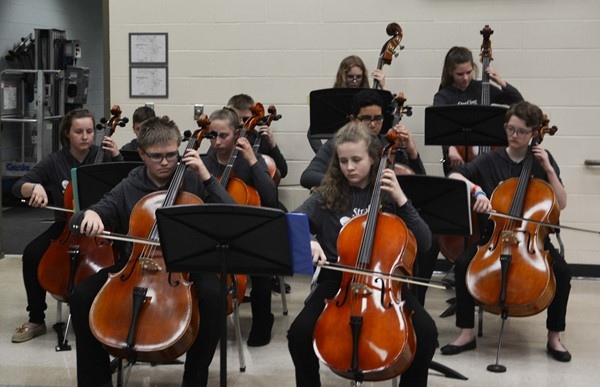 The combined Garfield & Harding Strolling Strings.