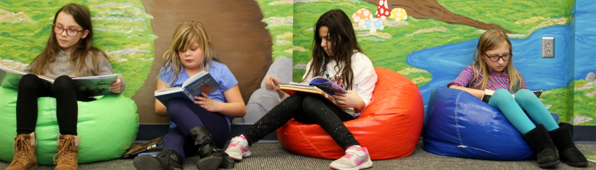 Horace Mann students reading