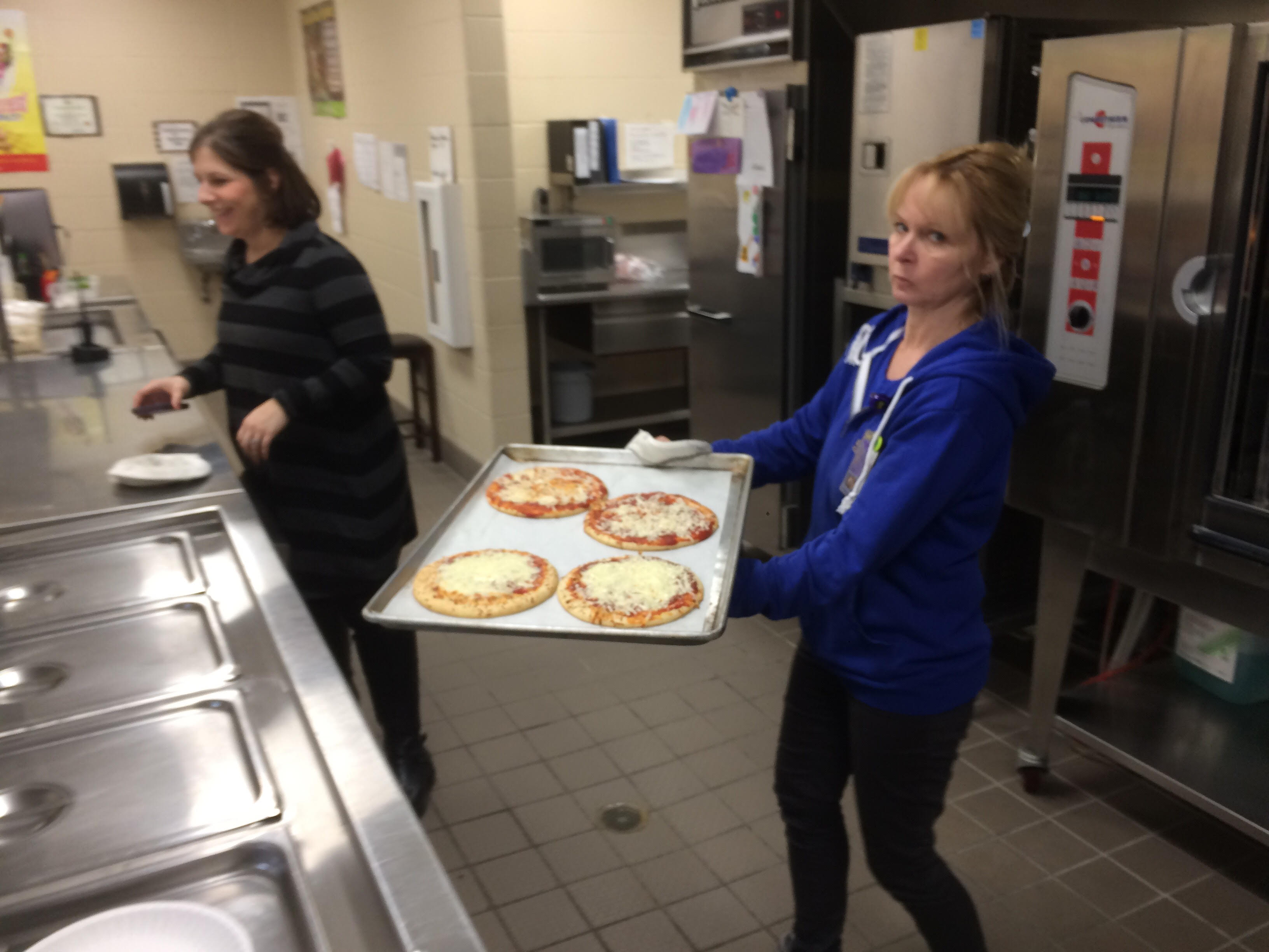 How to make a pizza with Mrs. Papp's class!
