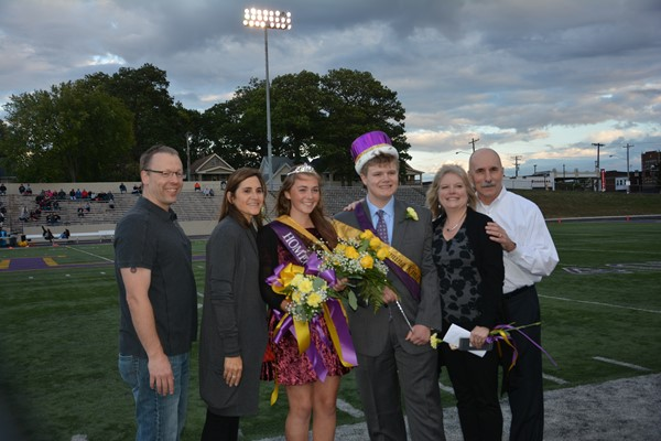 Queen Gabby Eisel and King Jacob Richmond and parents